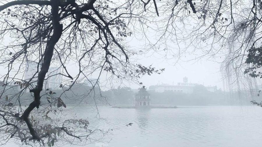 Hà Nội mờ ảo trong màn sương dầy đặc từ sáng đến chiều