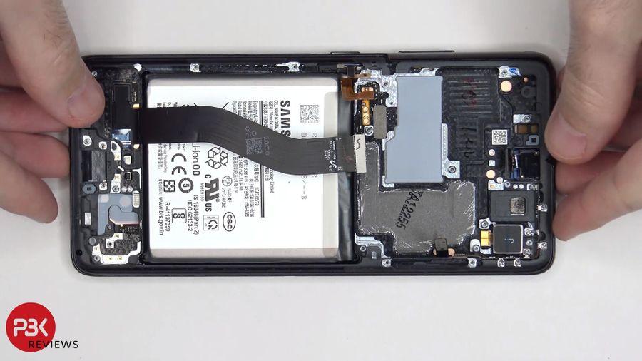 Mổ bụng Galaxy S21 Ultra, khó thay pin và màn hình
