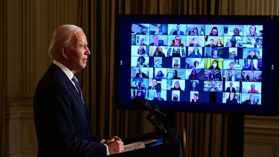 Loạt quan chức của ông Trump mất việc vào ngày đầu ông Biden làm tổng thống