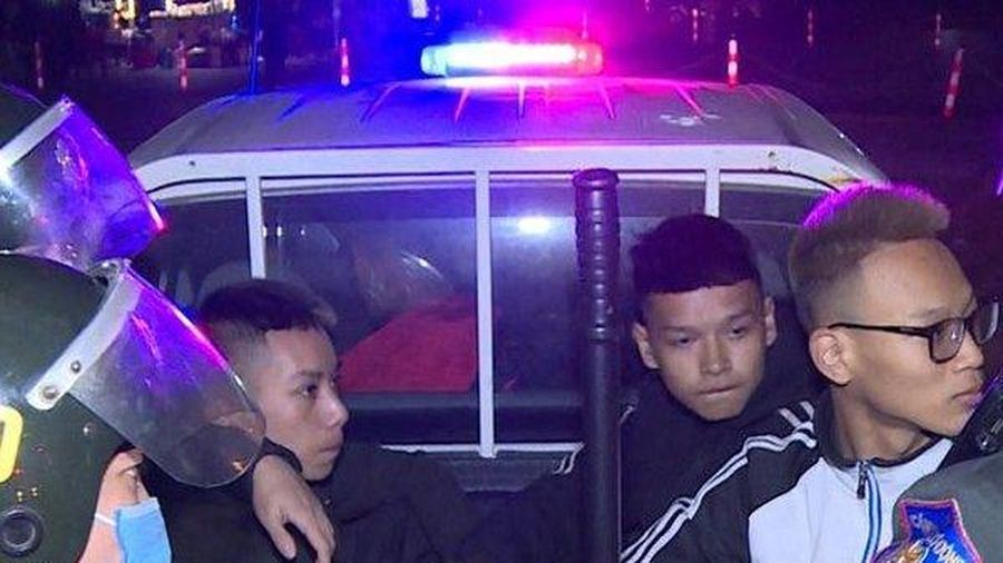 Xử lý nhóm thanh thiếu niên đánh võng, ép xe, ném đá Cảnh sát cơ động