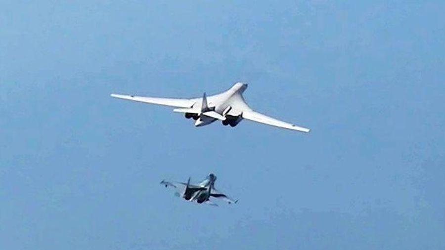 Tu-160 thực hiện chuyến bay kéo dài 14 giờ qua Bắc Cực