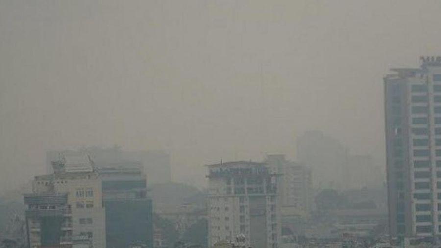Dự báo thời tiết hôm nay 21/1: Sương mù 'quấn' bụi mịn tại Hà Nội