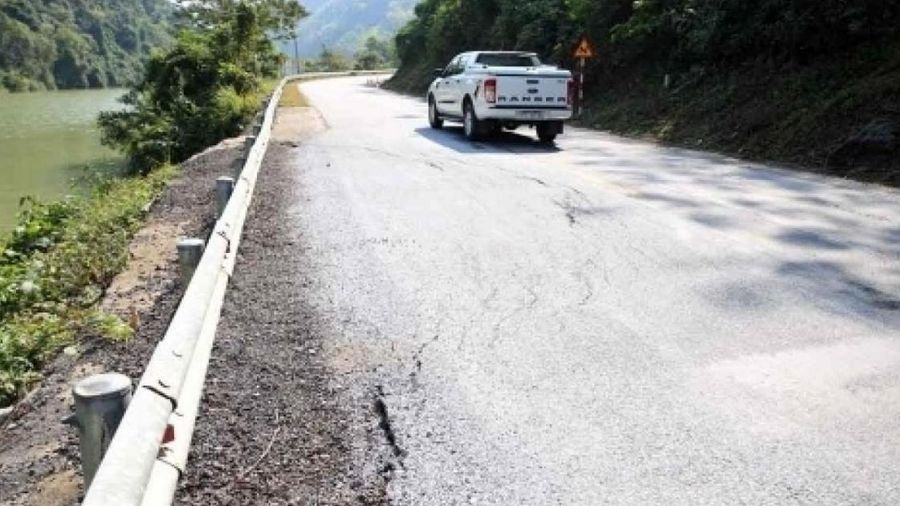 Quốc lộ 7 lún nứt nghiêm trọng, các bên đùn đẩy trách nhiệm?