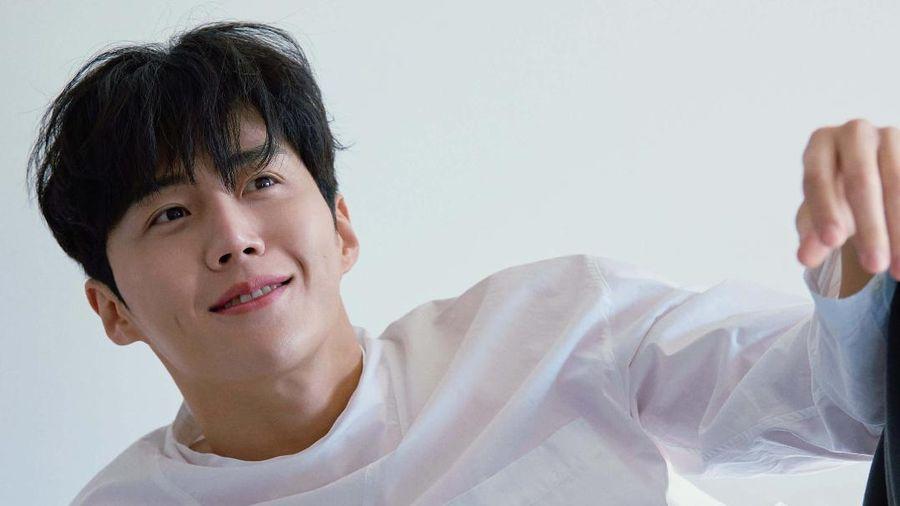 Nam phụ Kim Seon Ho đẹp rạng ngời trong bộ ảnh mới