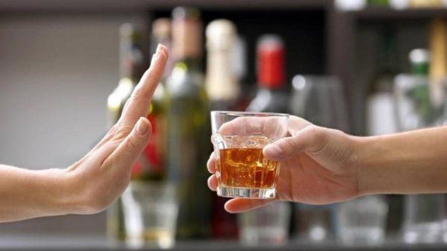Nhận biết dấu hiệu dị ứng bia rượu để không 'ham vui' trong bữa tiệc cuối năm