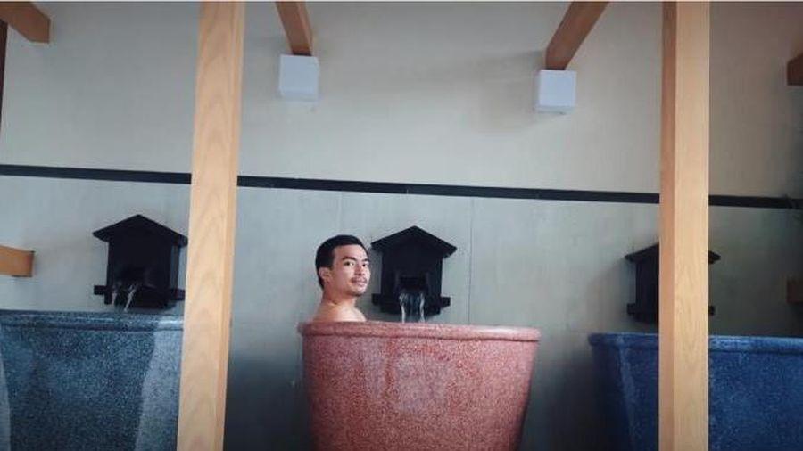 Lý Thành Cơ phăm phăm đi 'tắm tiên' kiểu Nhật ở Đà Nẵng