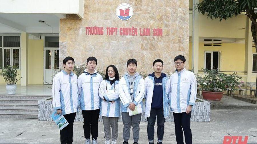 Khen thưởng học sinh giỏi Quốc gia và giáo viên có học sinh đoạt giải tại kỳ thi chọn học sinh giỏi Quốc gia năm học 2020-2021