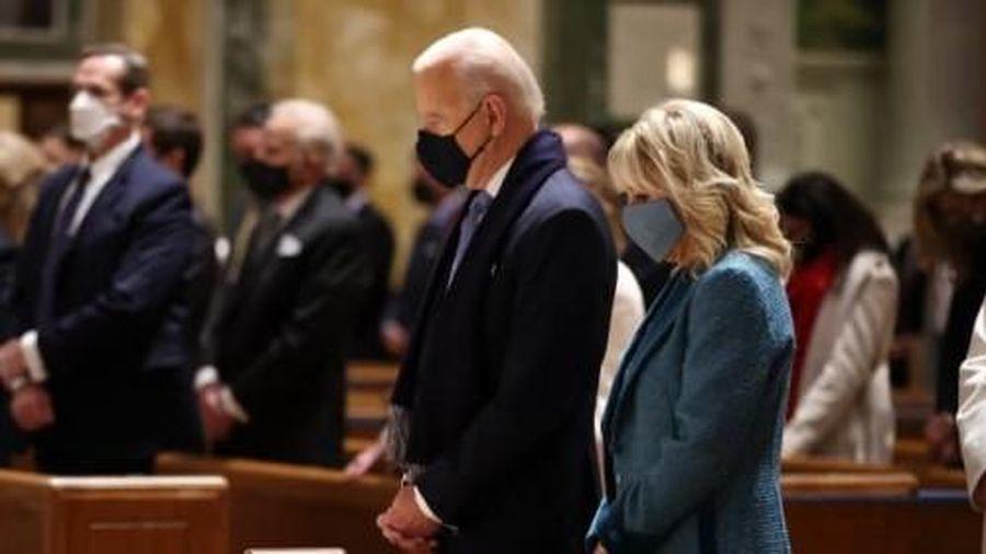 Ông Biden tham dự thánh lễ tại nhà thờ Matthew the Apostle trước khi tuyên thệ nhậm chức