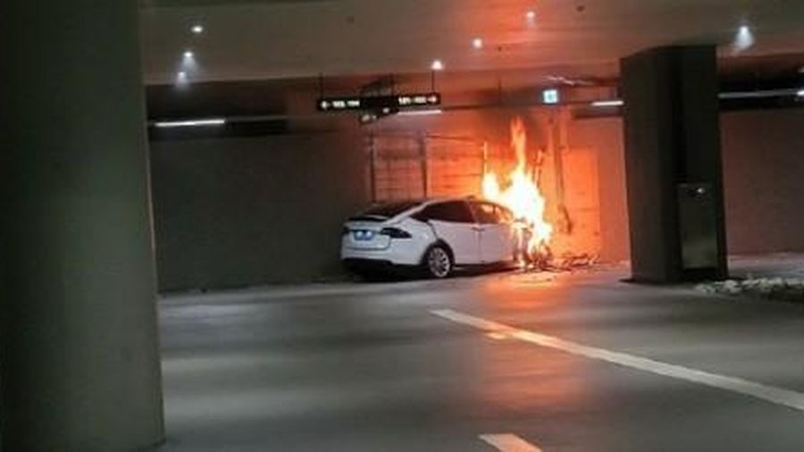 Một chiếc Tesla Model 3 phát nổ trong hầm để xe dân cư ở Thượng Hải