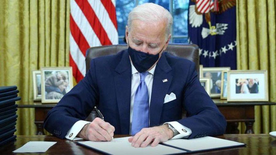 Ông Biden ký hàng loạt văn bản đảo ngược chính sách của ông Donald Trump