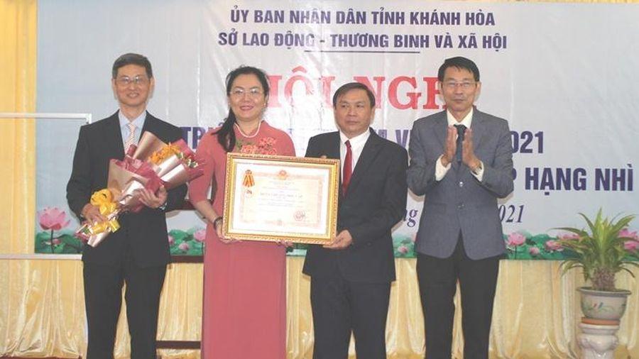 Sở Lao động – Thương binh và Xã hội Khánh Hòa đón nhận Huân chương Độc lập hạng Nhì