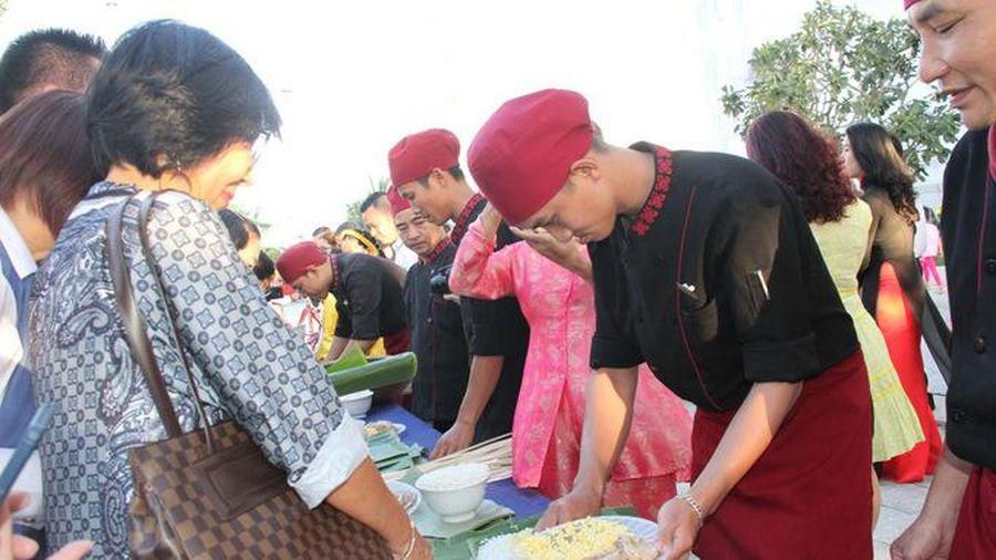 Đến Champa Island Nha Trang trải nghiệm 'Nấu bánh Tét – Trở về Tết xưa'