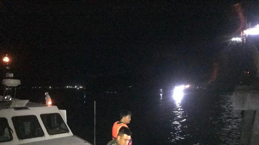 Tìm thấy thi thể ngư dân mất tích trên vịnh Cam Ranh