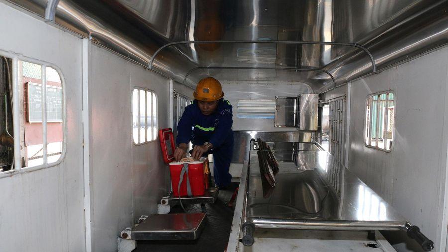 Đơn vị đầu tiên của TKV đưa toa xe cứu thương vào hầm lò