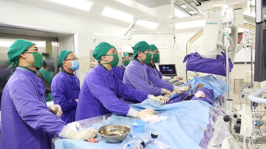 Lần đầu tiên thực hiện kỹ thuật thay van động mạch chủ qua da (TAVI) tại Quảng Ninh