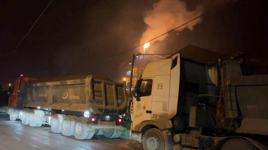 Lào Cai: Những chiếc xe cơi nới thành thùng, chở quá tải ngang nhiên hoạt động trên đường quốc lộ 4E và tỉnh lộ 151.