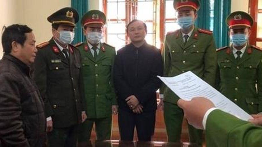 Hai lãnh đạo Ban Quản lý rừng phòng hộ bị bắt
