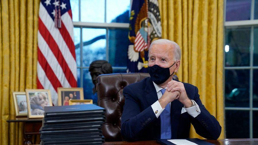 Biden sa thải loạt quan chức thân cận với Trump trong ngày đầu tiên nắm quyền