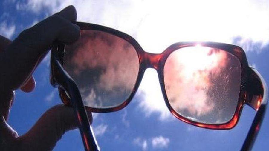 Nguy cơ với mắt khi không đeo kính râm