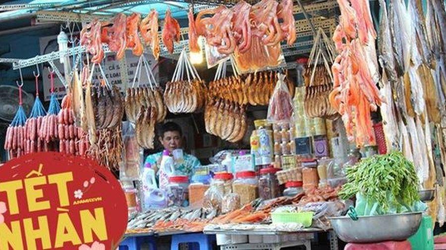 Ghé chợ Campuchia ở Sài Gòn 'săn' món lạ ăn Tết: Cầm vài trăm nghìn mua được những gì?