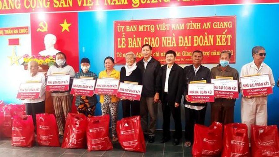 An Giang: Bàn giao 76 căn nhà để hộ nghèo kịp đón tết