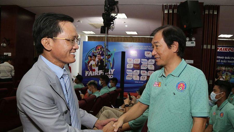 Nguyên giám đốc kỹ thuật LĐBĐ Nhật tại lễ trao giải Fair Play
