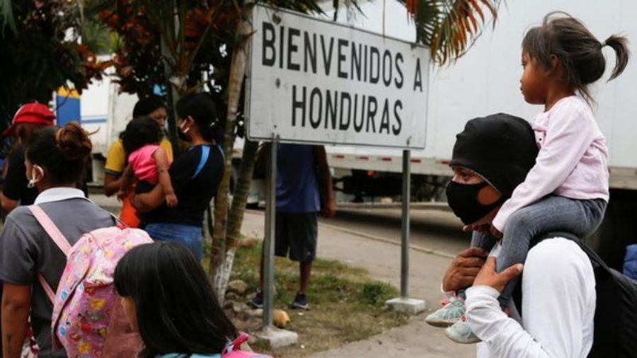 Ông Biden ra lệnh ngừng trục xuất người nhập cư trái phép