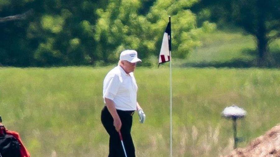 Ông Trump đi chơi golf ngày đầu tiên sau khi rời Nhà Trắng
