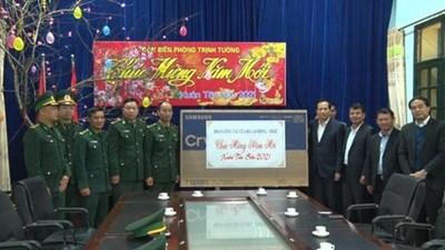 Bộ Lao động, Thương binh và Xã hội trao nhiều phần quà ý nghĩa tại Lào Cai