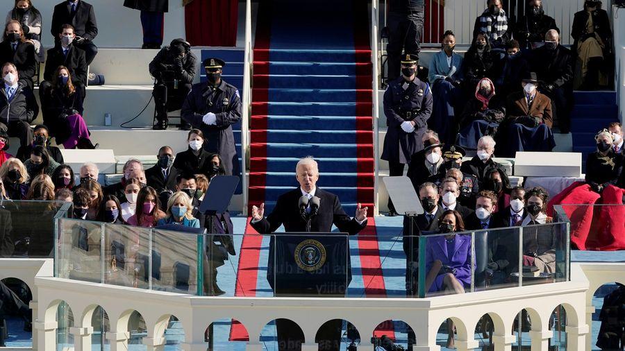 Khoảnh khắc bất ngờ thoáng qua trong ngày nhậm chức của ông Biden