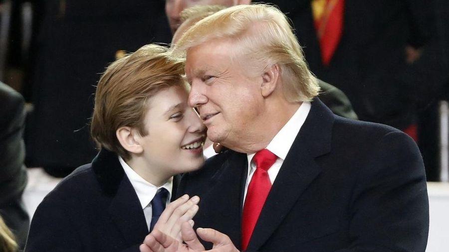 Vì sao Barron vắng mặt khi ông Trump rời Nhà Trắng?