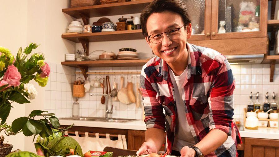 Quang Bảo và nhiều nghệ sĩ trổ tài nấu ăn trong thử thách Tết diệu kỳ