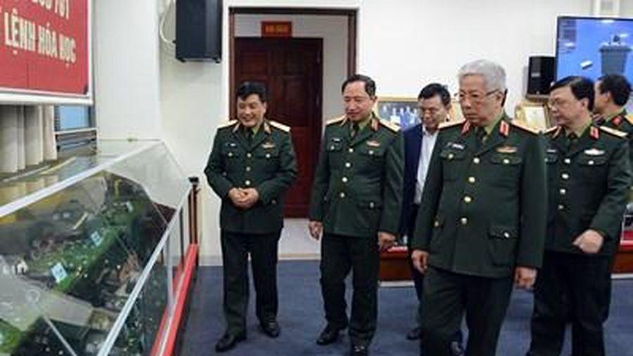 Thượng tướng Nguyễn Chí Vịnh thăm và làm việc với Bộ tư lệnh Hóa học