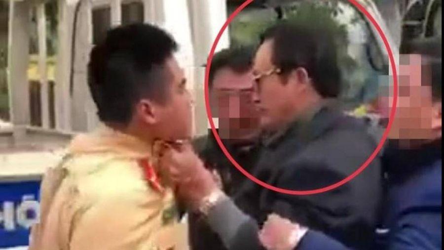 Vụ Chi cục trưởng túm cổ áo CSGT: 'Hành vi coi thường pháp luật'