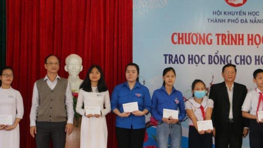 Đà Nẵng: Trao 50 suất học bổng cho học sinh là cán bộ Đoàn Đội vượt khó hiếu học