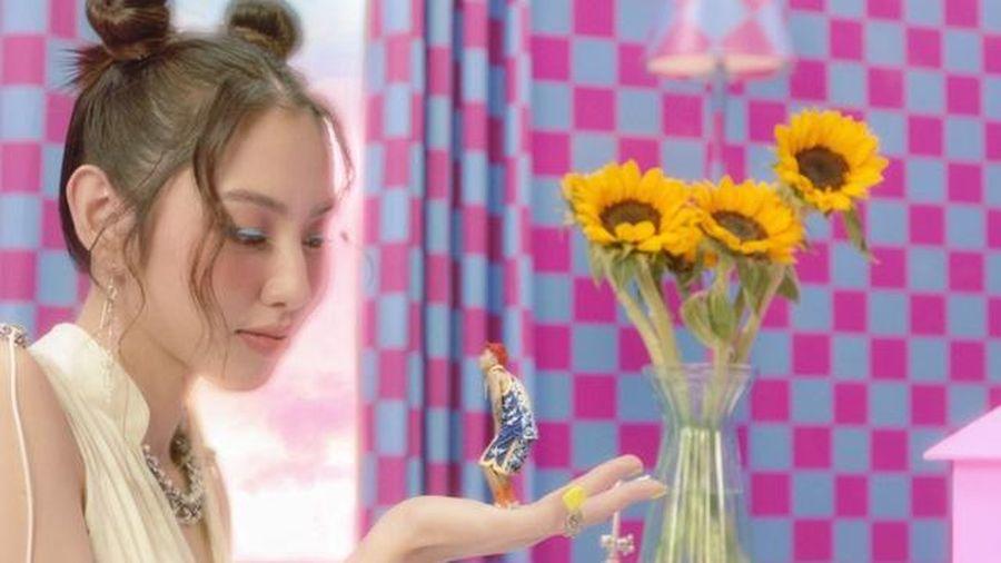 Người đẹp Nhân ái Thùy Tiên bất ngờ xuất hiện trong MV mới của Mr.T