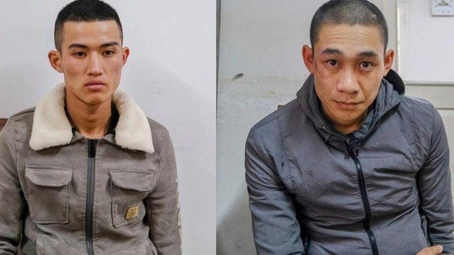 Hai nam thanh niên thuê taxi đi trộm vàng