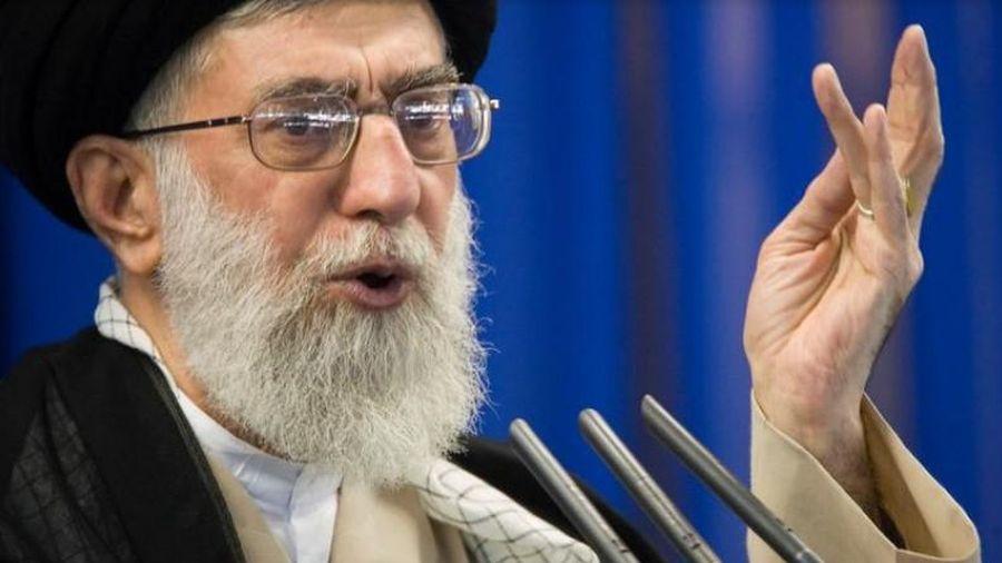 Đại giáo chủ Iran đăng hình golf thủ giống ông Trump, thề trả thù