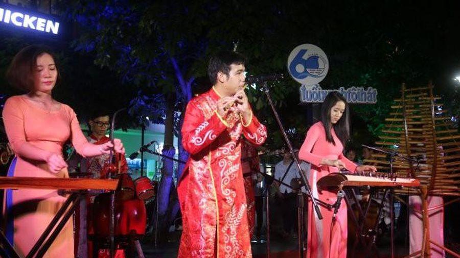 TPHCM tổ chức chương trình ca nhạc chào mừng Đại hội XIII