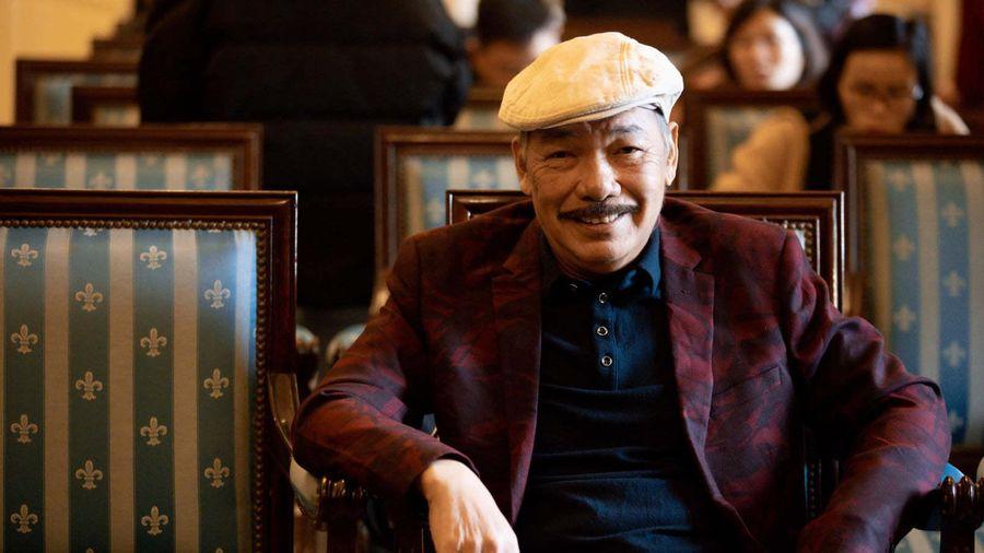 Nhạc sĩ Trần Tiến tươi cười xuất hiện tại Hà Nội