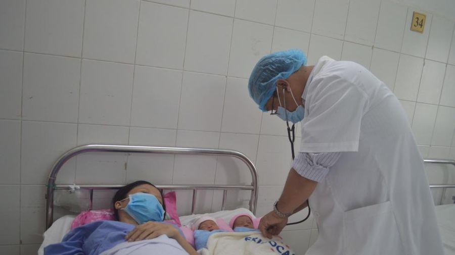 Phẫu thuật thành công sản phụ song thai bị suy thai do dây rốn bám màng