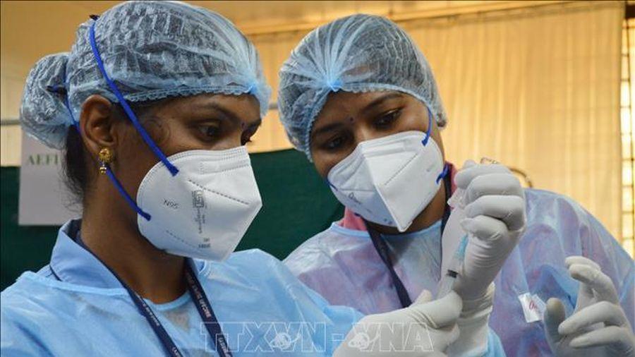 Ấn Độ tiêm vaccine ngừa COVID-19 cho hơn 1 triệu nhân viên y tế