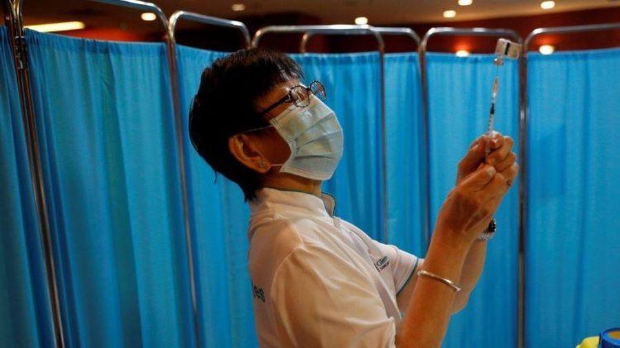 Chống dịch thành công, người Singapore do dự tiêm vaccine COVID-19