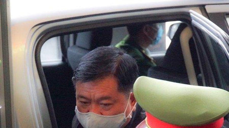 Hình ảnh bị cáo Đinh La Thăng hầu tòa lần thứ 4