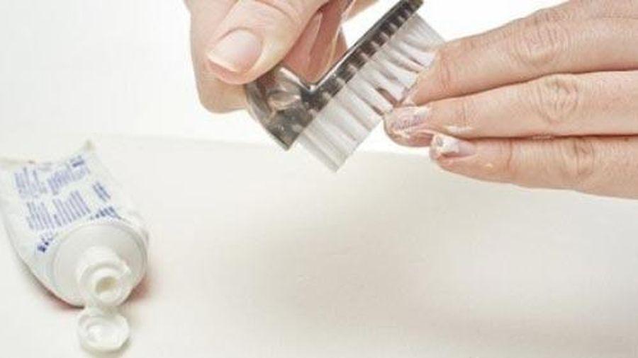 Tấy sạch sơn móng tay mà không phải dùng acetone