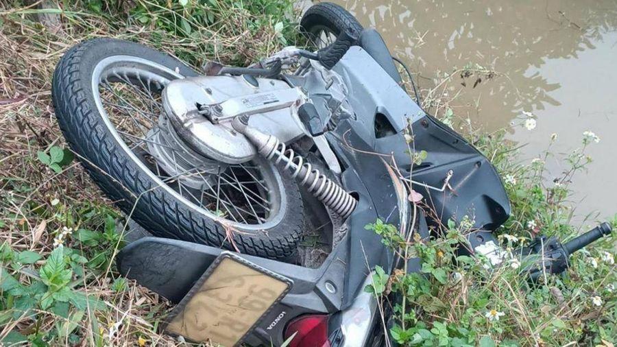 Video TNGT 22/1: Nam thanh niên tử vong bên cạnh xe máy nghi do TNGT