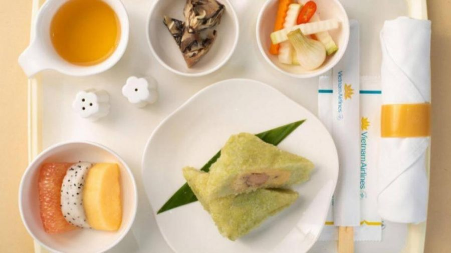 Bánh chưng, chả quế bất ngờ lên máy bay Vietnam Airlines