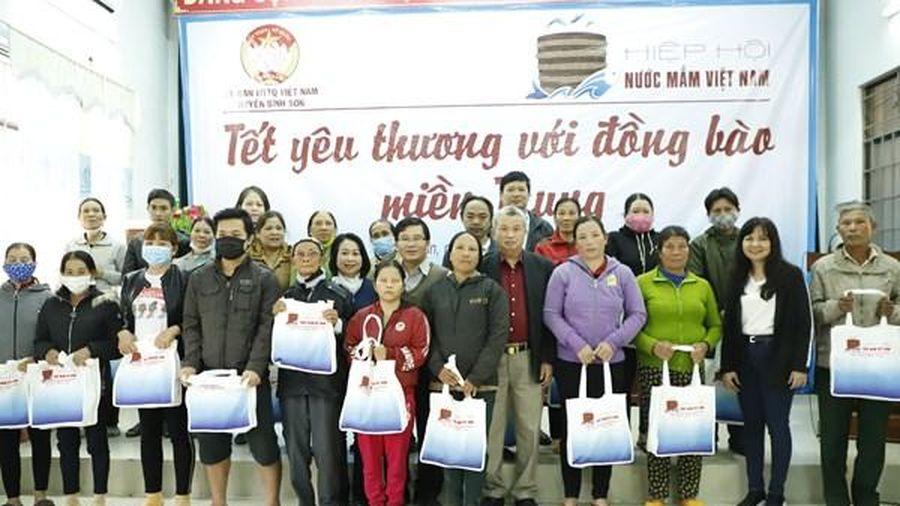 Hiệp hội Nước mắm Việt Nam mang Tết yêu thương đến bà con tỉnh Quảng Ngãi