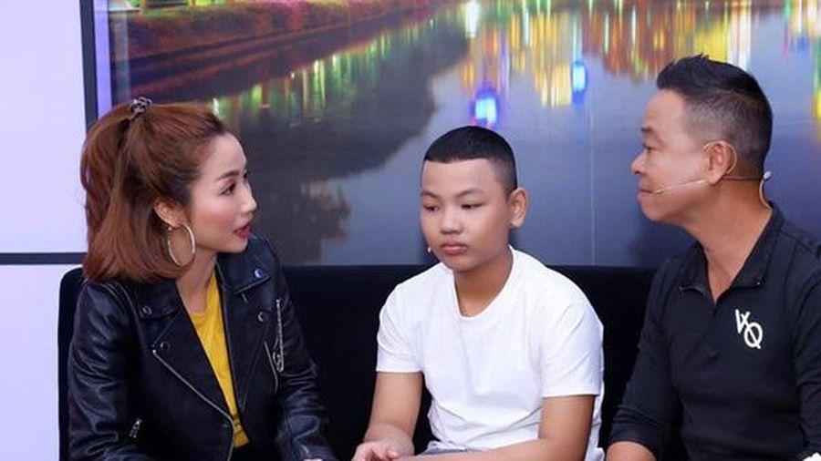 Ốc Thanh Vân xót xa kêu gọi dân mạng giúp đỡ cậu bé boxing nhí có vẻ ngoài cao to