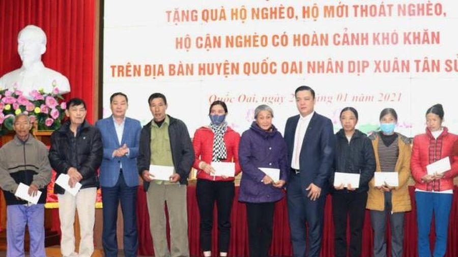 Hà Nội: Trao 60 suất quà cho các hộ nghèo huyện Quốc Oai